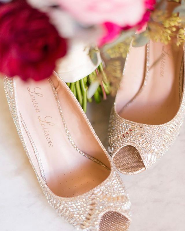 Blooms and heels, what more could a bride ask for 😊