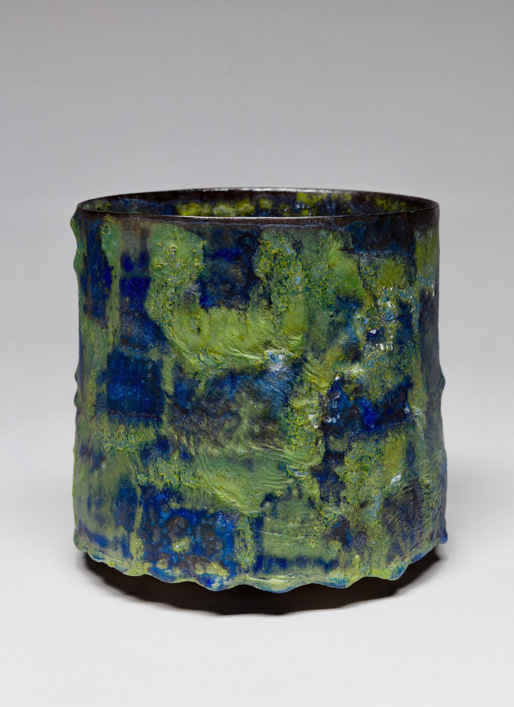 4 -  Pictorial Vessel,  2016   Ceramic, crater glaze - Signed and dated H. 21,6 x D. 21,6 cm H. 8.5 x D. 8.5 in. Unique  JK#1091