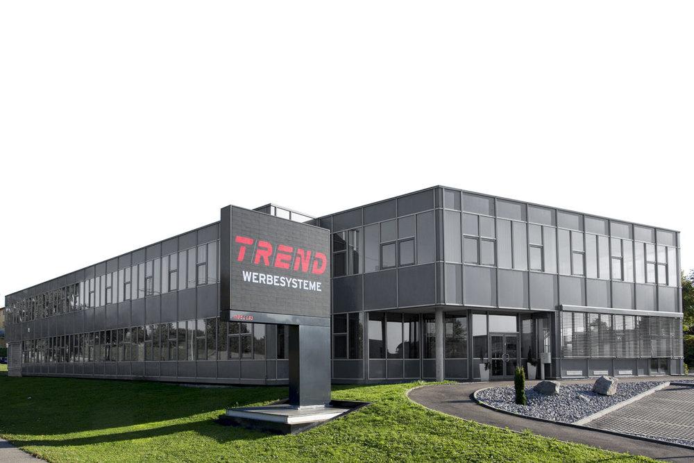 Der TREND-Stammsitz in Vaihingen an der Enz – mit grauer fassadenfolierung