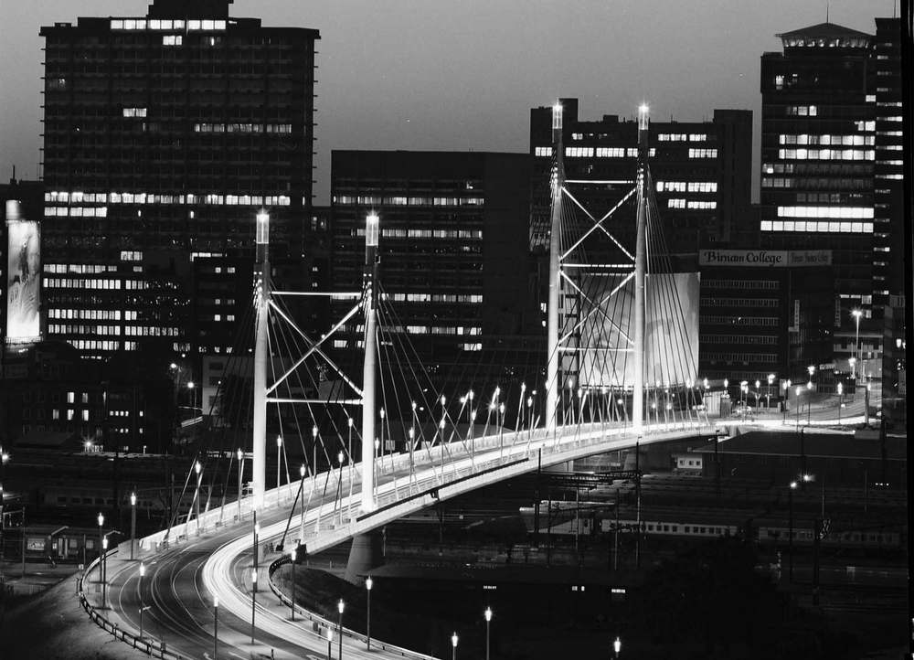 "Fulton Award2006 Nelson Mandela bro i Sydafrika, tildelt ""The Concrete Society of Southern Africa's ""Fulton Award"" i kategorien for æstetisk attraktion."