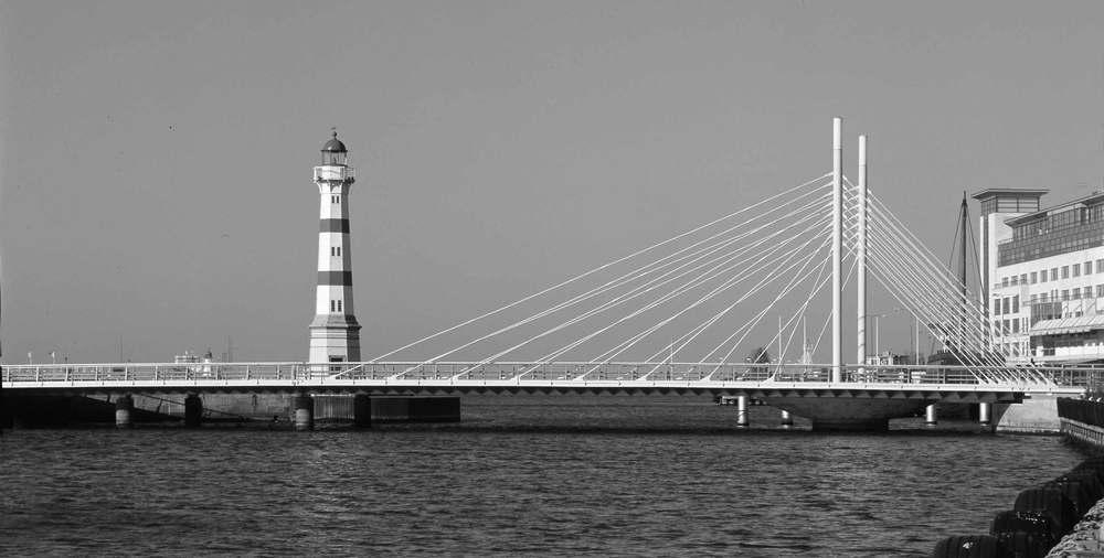 """Årets Stadsbyggnadspris2005 Universitetsbroen i Malmö, præmieret af Malmö Kommune med """"Årets Stadsbyggnadspris"""" for bymiljøforandringer."""