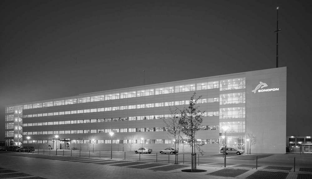 """Udvalgt Byggeri, Fagbladet Byggeri, 1999 Administrationsbygning for Sonofon på Frederikskaj i København, vinder af Fagbladet Byggeri's """"Udvalgte Byggerier 1999"""""""