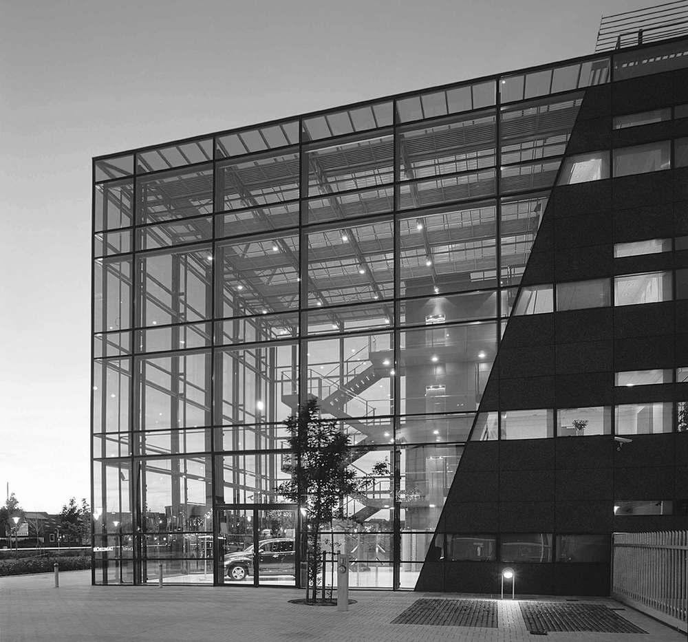 Gulvprisen 1999 Tildelt administrationsbygningen for DaimlerChrysler på Frederikskaj i København.