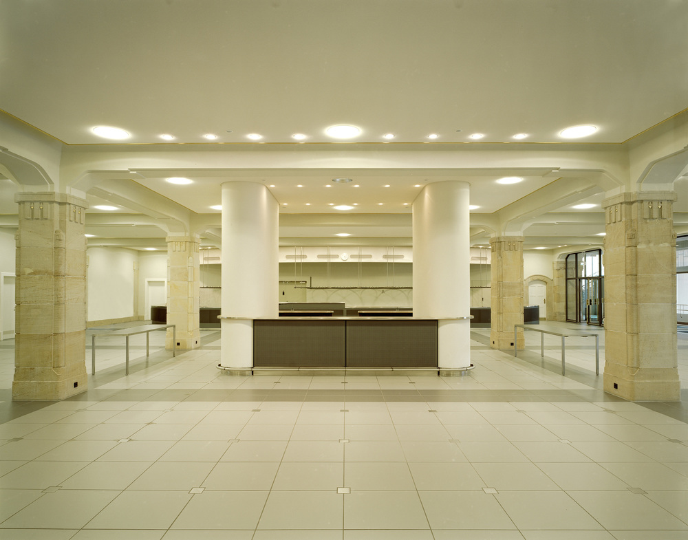 06-Bar-Info-Foyer.jpg