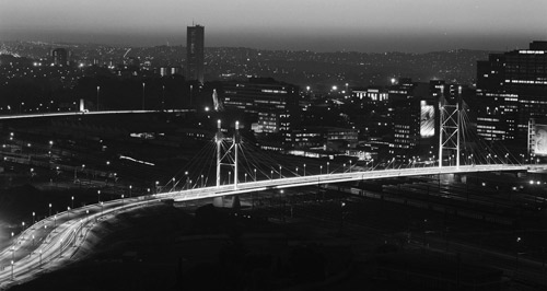 Sydafrikansk Institut for Stålkonstruktion 2003 Nelson Mandela Bridge i Sydafrika, vinder i brodesignkategorien samt overordnet vinder. Tildelt af Sydafrikansk Institut for Stålkonstruktion,