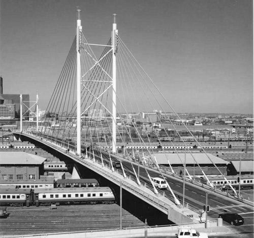 Sydafrikansk Institut for Civilingeniørvirksomhed, Århundredets præmie 2003 Nelson Mandela Bridgei Sydafrika, vinder af Århundredets Præmie i konstruktionskategorien. Tildelt af Sydafrikansk Institut for Civilingeniørvirksomhed.