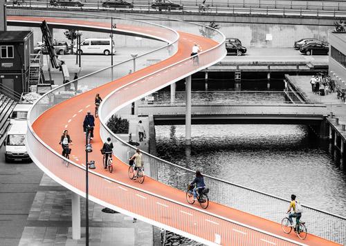 """Store Arne 2015 Cykelslangen blev hædret med Arkitektforeningens Store Arne pris 2015 """"Så vi nu til arkitekturens ismer kan tilføje cyklisme."""" - Steen Savery Trojaborg, Adm Direktør & Partner"""