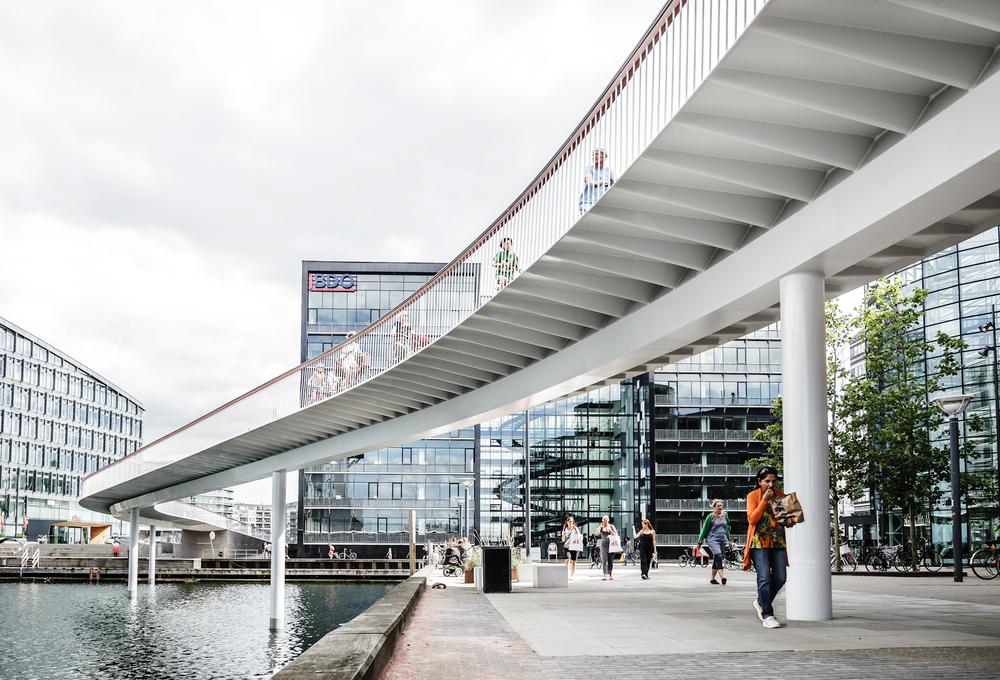 European Prize for Urban Public Space 2016 København som by, Cykelslangen, samt to andre københavnske projekter vinder Den Europæiske Pris for Offentlige Byrum i 2016. Public Space Award