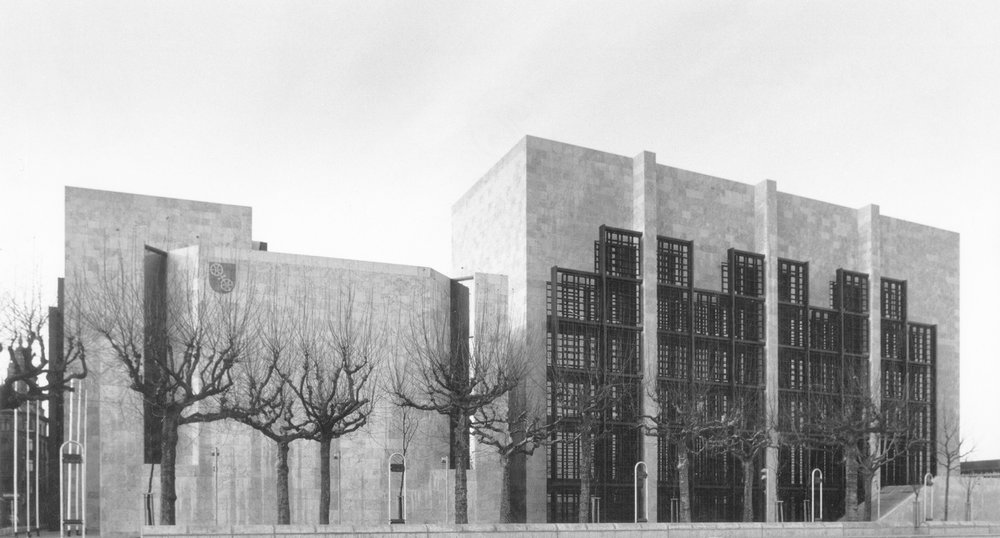BDA Award, Niedersachsen 1976    Mainz City Hall receives the BDA Award (Bund Deutcher Architekten) in Niedersachsen.