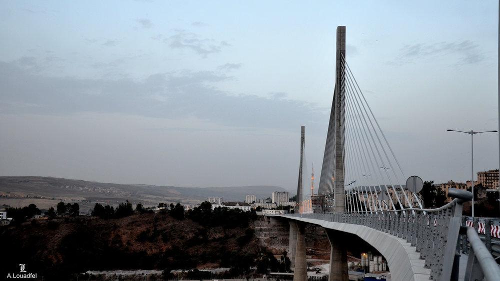 Constantine,_le_pont_Salah_Bey_-1-.jpg