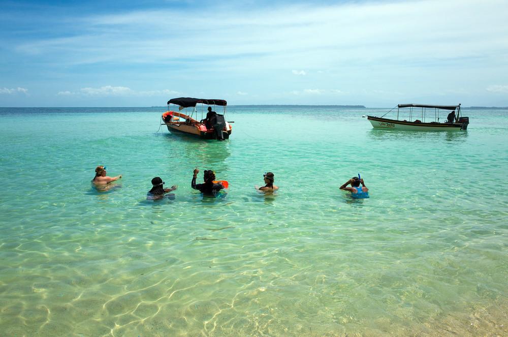 Deep boarding in Bocas del Toro, Panamá