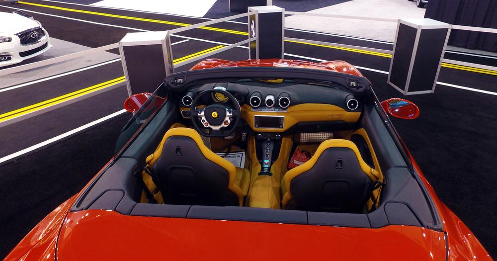 1 Ferrari California T (1).jpg