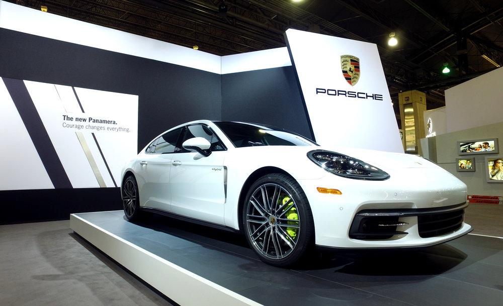 1 17 Porsche Panamera 4 E-Hybrid Executive.jpg