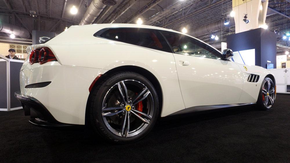1 Ferrari GTC4 Lusso (2).jpg