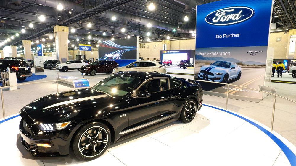 1 Ford Mustang 5-0.jpg