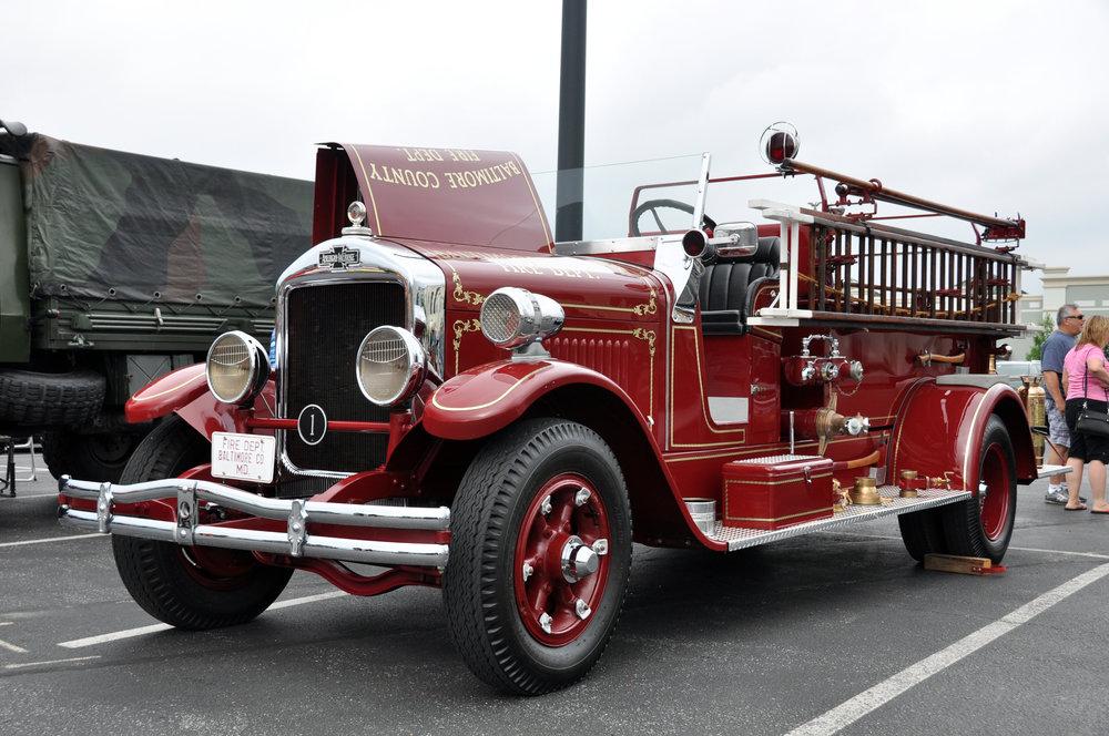 1 34 American LaFrance Fire Truck.jpg