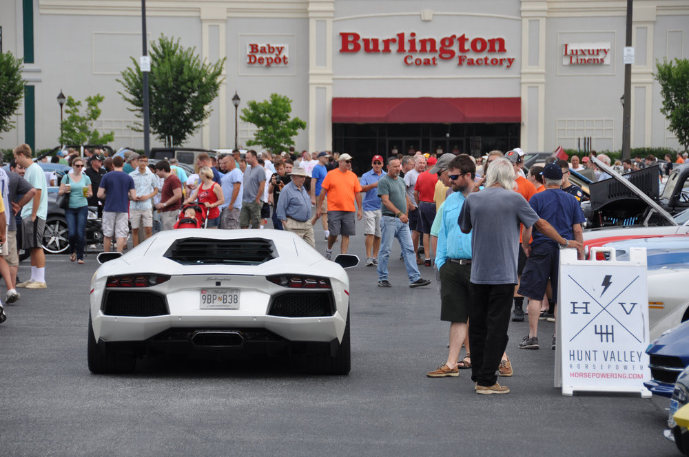 1 Lamborghini Crowd.jpg