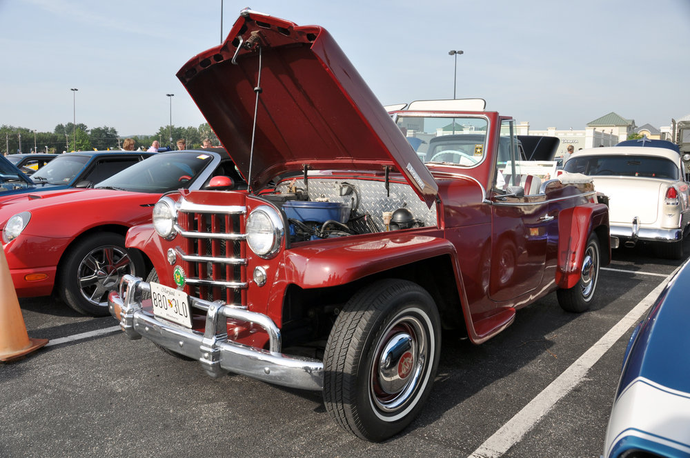 1 50 Willys Overland Jeepster.jpg
