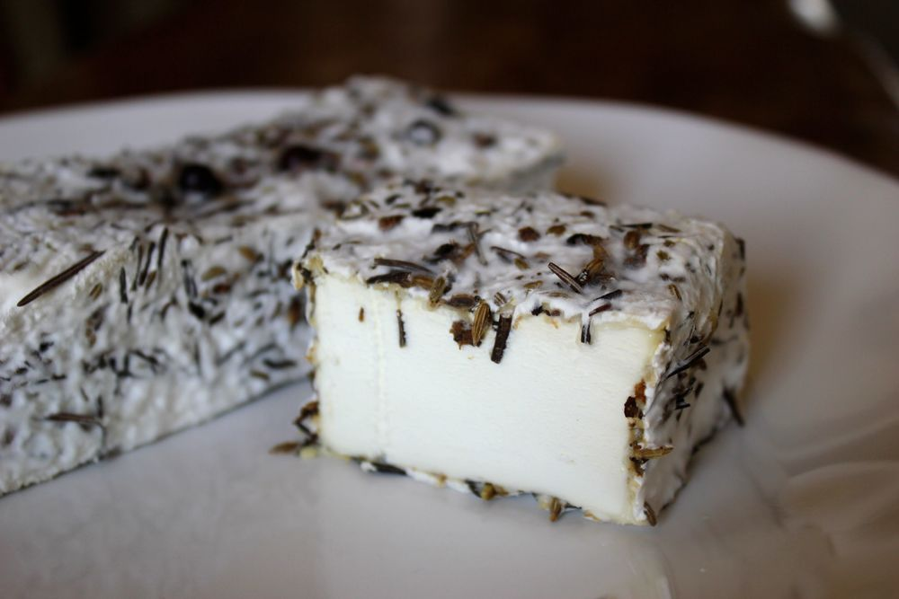 BOSKO - an aged bloomy with crushed juniper berries, rosemary, and fennel seeds