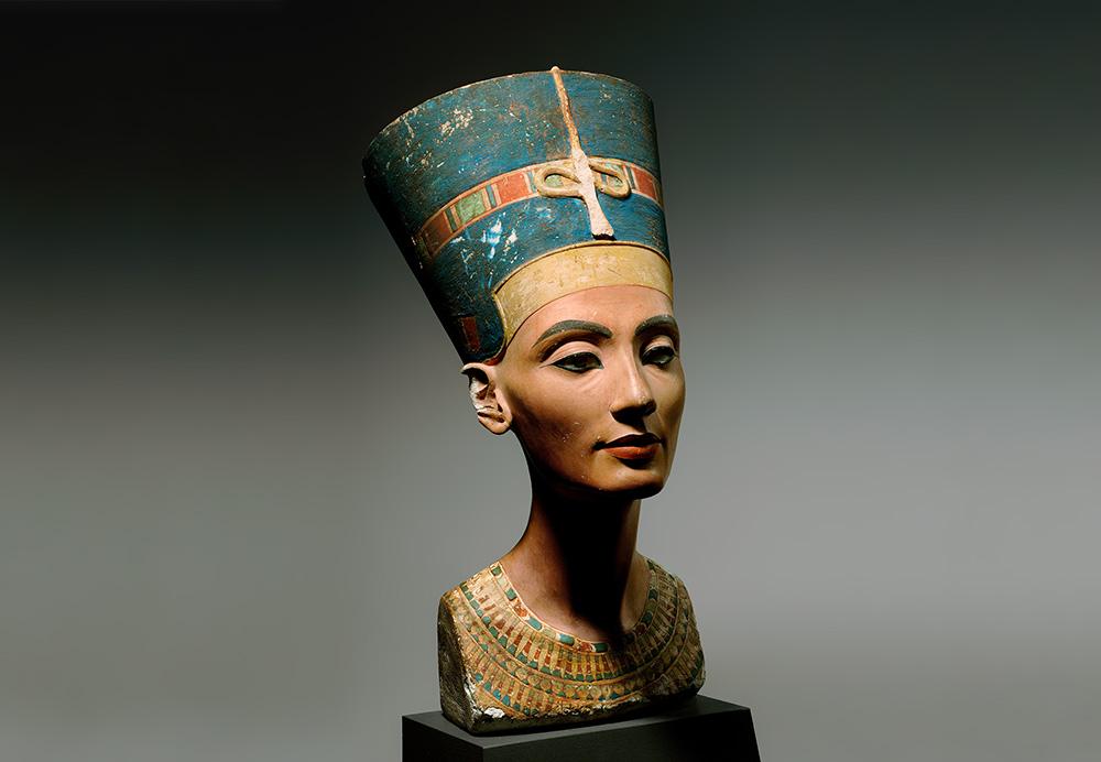 Büste der Nofrete © bpk / Ägyptisches Museum und Papyrussammlung, SMB / Jürgen Liepe