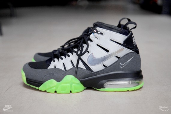 ea-sports-nike-air-trainer-max-94-release-date-091-570x380.jpg