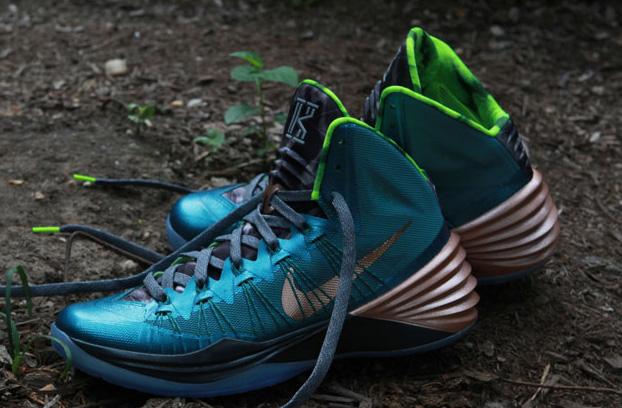 Nike-Hyperdunk-2013-Kyrie-Irving-PE-1.jpg