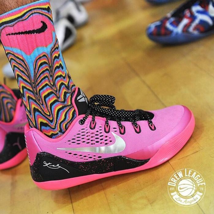 Nike-kobe-9-em-kay-yow-breast-cancer.jpg