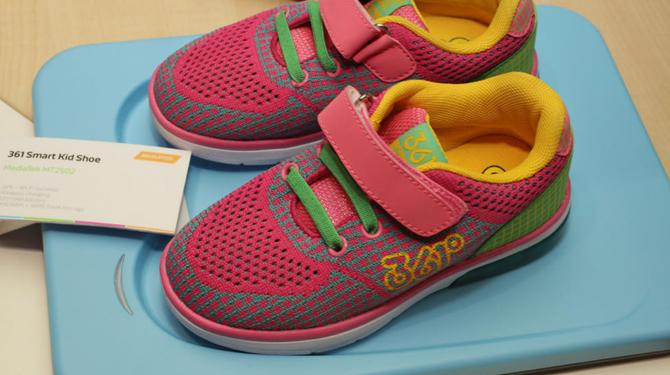 kids-sneakers-microchip-geolocate-0.jpg