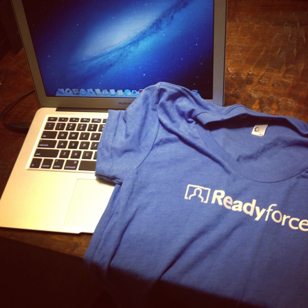 A perfect day: a MacBook Air and a tshirt!