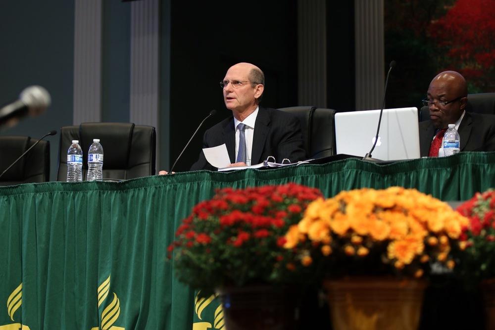 Wilson addresses the delegates.