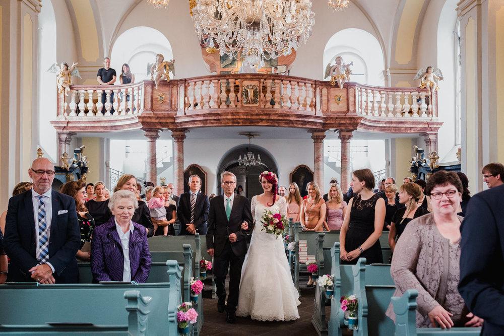 Hochzeit-auf-Gut-Nettehammer-Hochzeitsfotograf-NRW-27.jpg