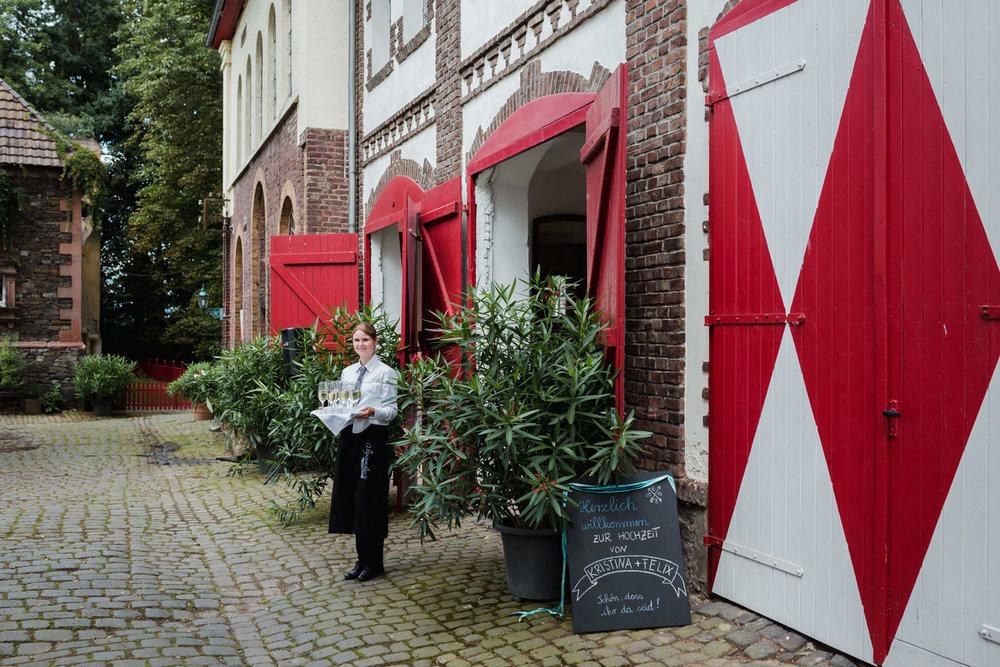 Hochzeit-auf-Gut-Nettehammer-Hochzeitsfotograf-NRW-43.jpg