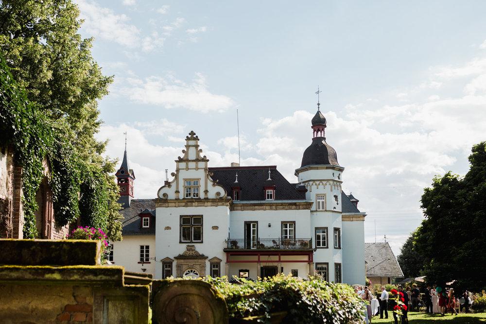 Hochzeit-auf-Gut-Nettehammer-Hochzeitsfotograf-NRW-58.jpg