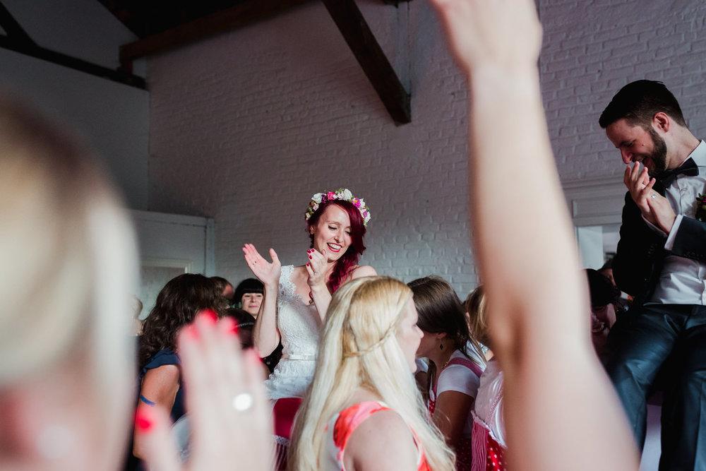 Hochzeit-auf-Gut-Nettehammer-Hochzeitsfotograf-NRW-77.jpg