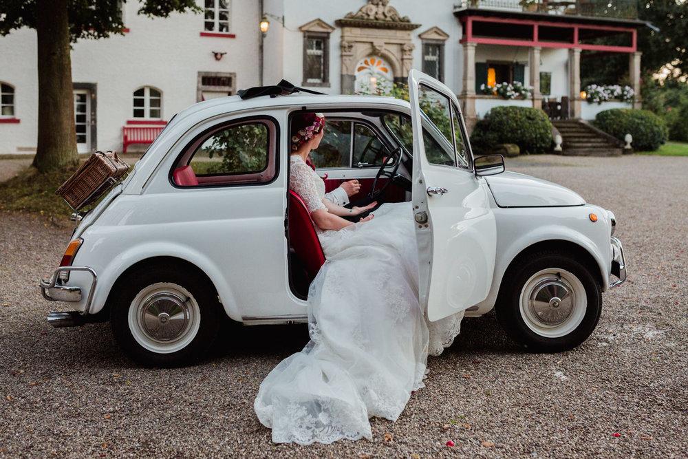 Hochzeit-auf-Gut-Nettehammer-Hochzeitsfotograf-NRW-81.jpg
