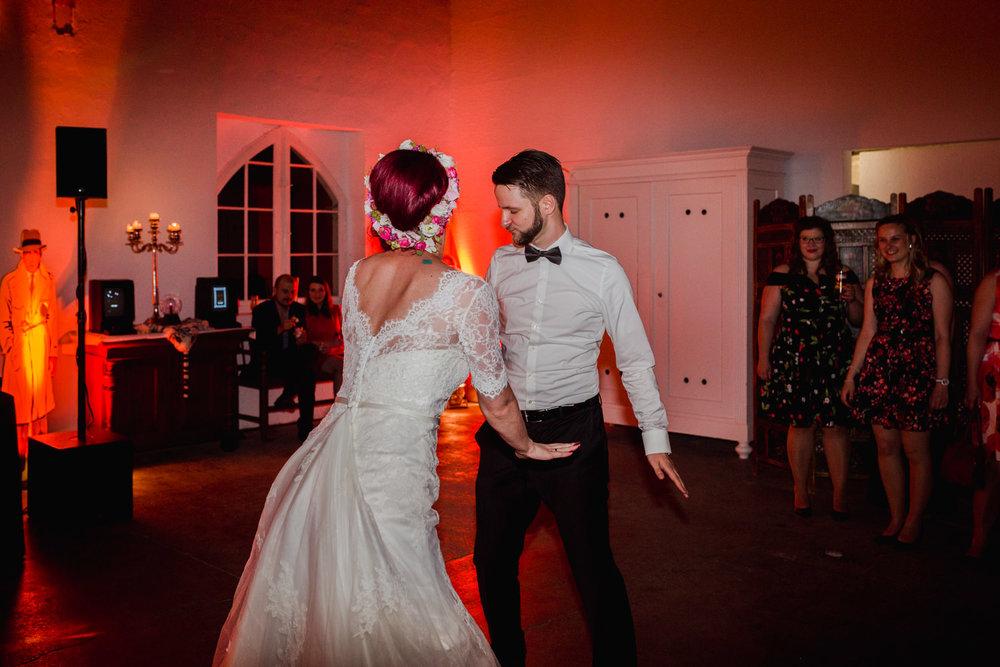 Hochzeit-auf-Gut-Nettehammer-Hochzeitsfotograf-NRW-85.jpg