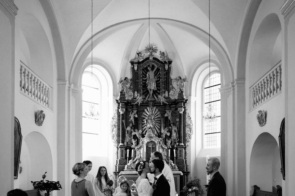 Hochzeit-auf-Gut-Nettehammer-Hochzeitsfotograf-NRW-34.jpg