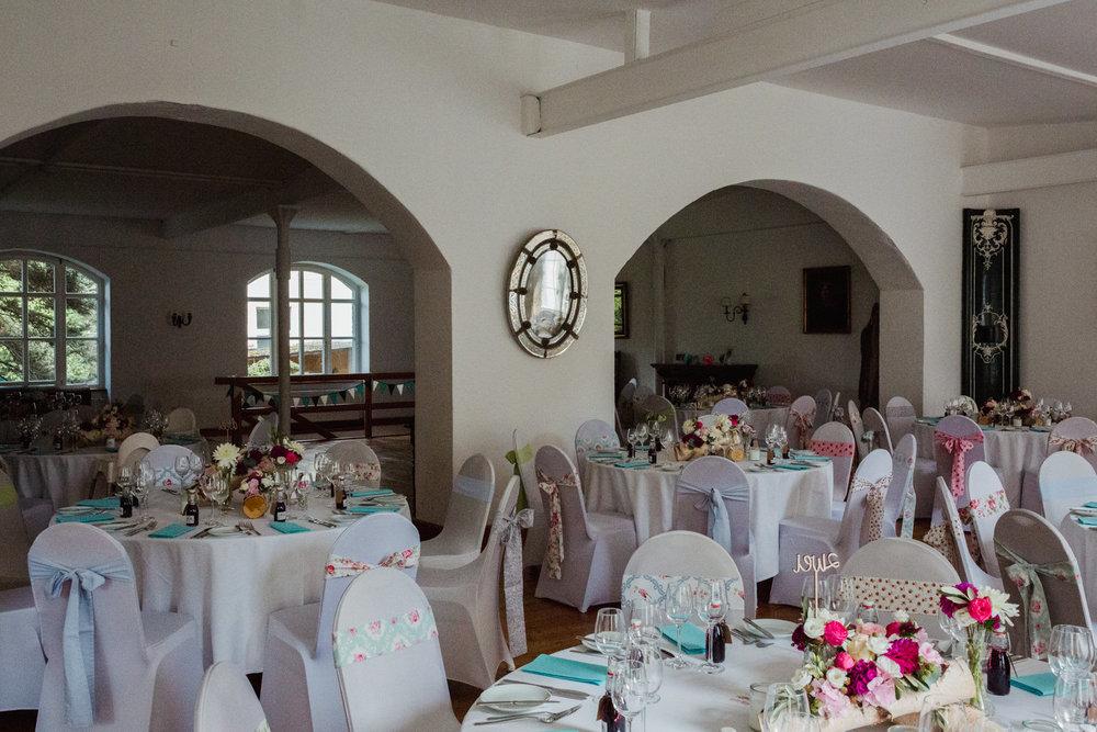Hochzeit-auf-Gut-Nettehammer-Hochzeitsfotograf-NRW-49.jpg