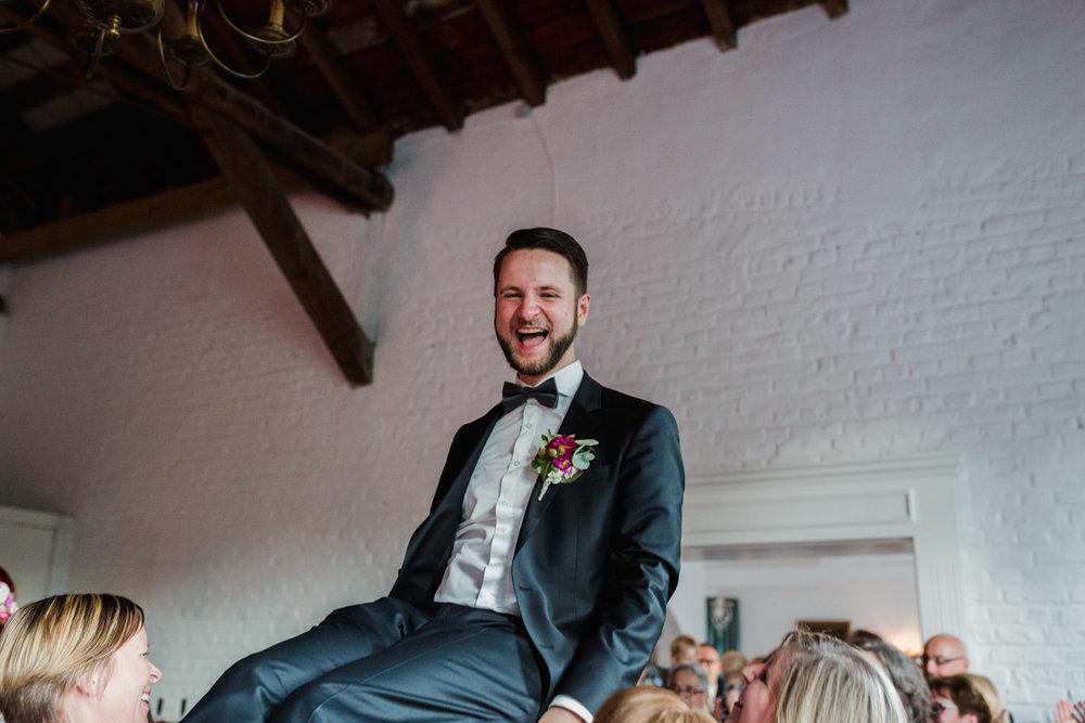 Hochzeit-auf-Gut-Nettehammer-Hochzeitsfotograf-NRW-75.jpg