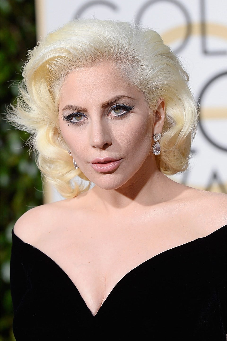 Lady-Gaga-beauty-Glamour-10Jan15-Getty_b_960x1440.jpg