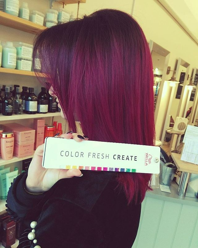 Match your colour to your mood. Colour creation at the Cutting Room Radlett done by our senior stylist Michelle #colourfreshcreate #hair #hairdressing #hairsalons #haircolours #hairstylists #loveyourhair #hairdo #loveyourcolour #loveyourhairdresser #hairgoals #wellacolour #radlett #Hertfordshire