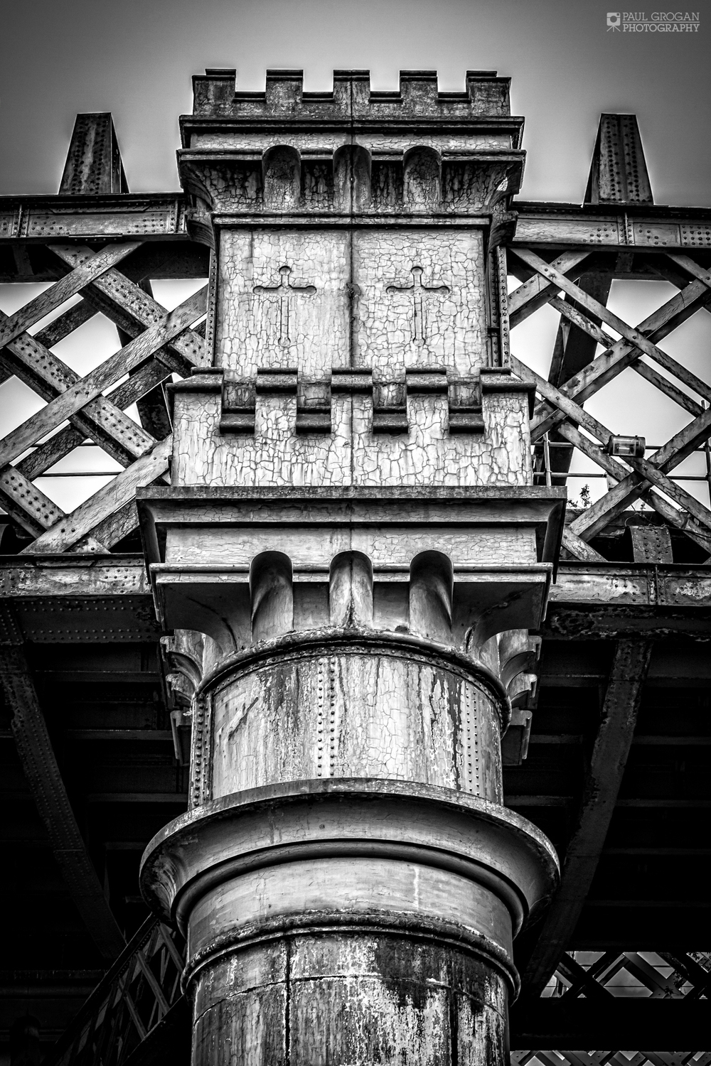 Build in 1894 this predominently wrought iron viaduct is a through lattice girder design of around 330m in length, comprising eight spans. It carried trains in and out of Manchester Central (now known as GMEX) until the station's closure in 1969.