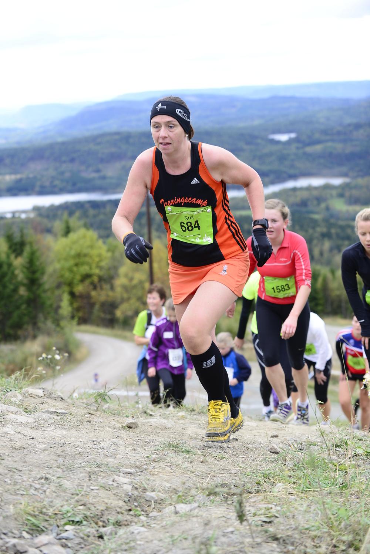 Foto: Oslos Bratteste / SportPicture. Man kan fint løpe i singlet og løpeskjørt, bare man har hansker, lange strømper og pannebånd. Siste hadde jeg droppet om jeg hadde vært frisk - men den diagnosen er ikke lenger applicable.