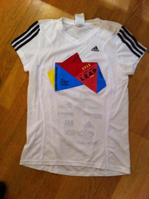 Hvit med Leap Oslo logo, adidas trøye. Str uke 12/ 38