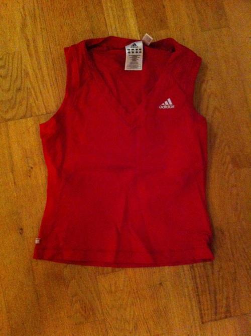 Rød singlet/topp Adidas. Str UK12