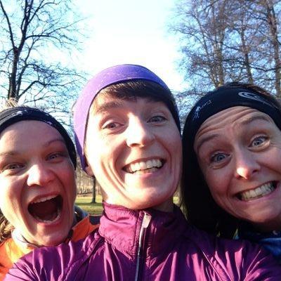 Tre usedvanlige blide jenter etter løping i novembersola på Bogstad i dag. Fotorettigheter: Selveste Hege H BANG