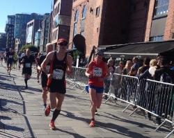Mannen i fin fart på Aker brygge, han fikk det litt tungt på siste 5-6 km da. (Lite trening på han)