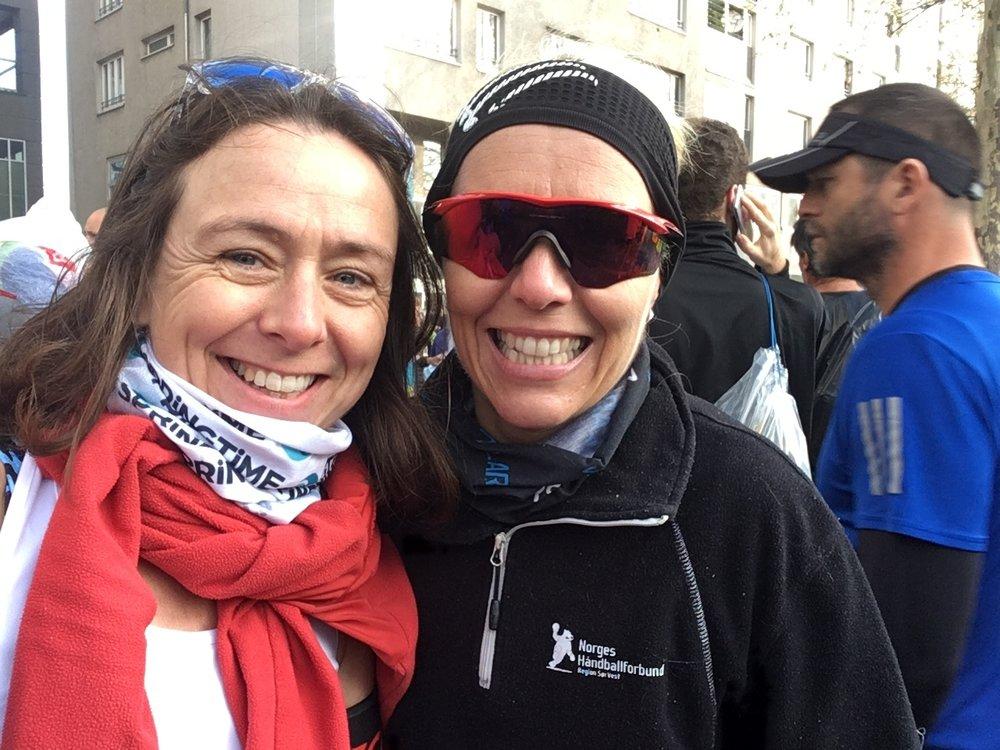 Meg og Anne Lill før start (og før bagasjeinnlevering)