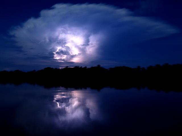 I cant show you a better image than the ones here in this blog, These were taken by my good friend Alan Highton in Lake Maracaibo in Venezuela. Alan guides us on our lightning workshops in Venezuela