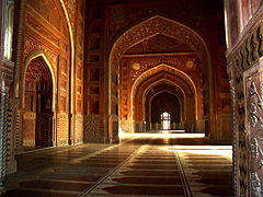 240px-Taj_Mahal_Mosque_Interior_Hall.jpg
